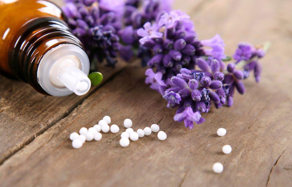 Homopathische Globuli mit Lavendel